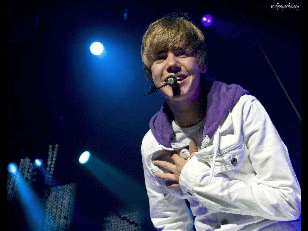 Justin Bieber Smile Desktop Wallpaper