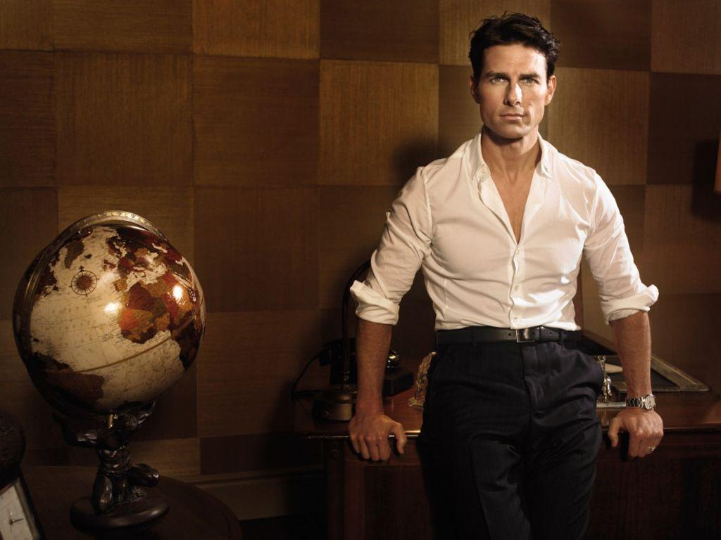 Tom Cruise Portrait With Globe Wallpapers 1024×768