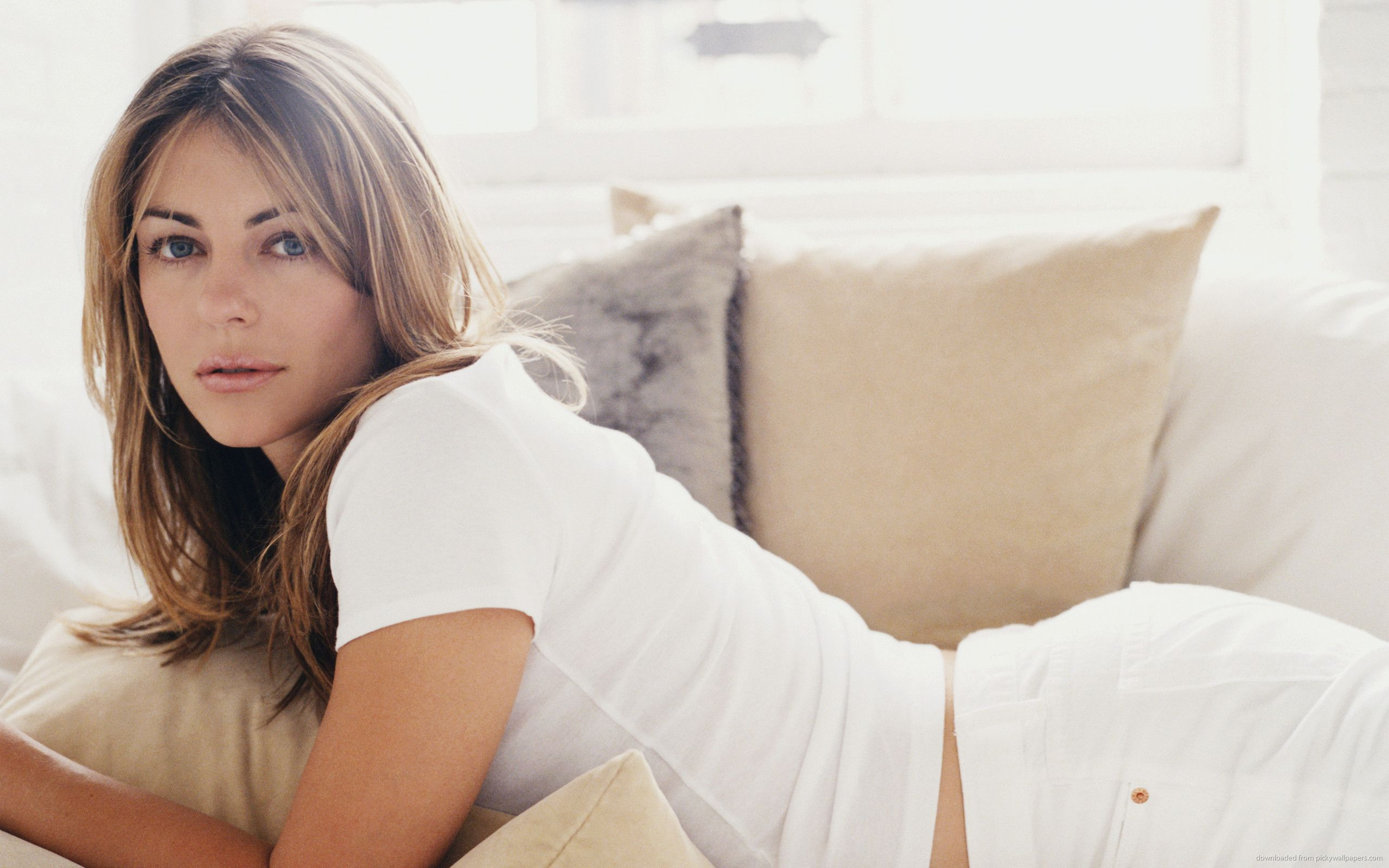 Download 2560x1600 Elizabeth Hurley Laying On The Sofa Wallpaper