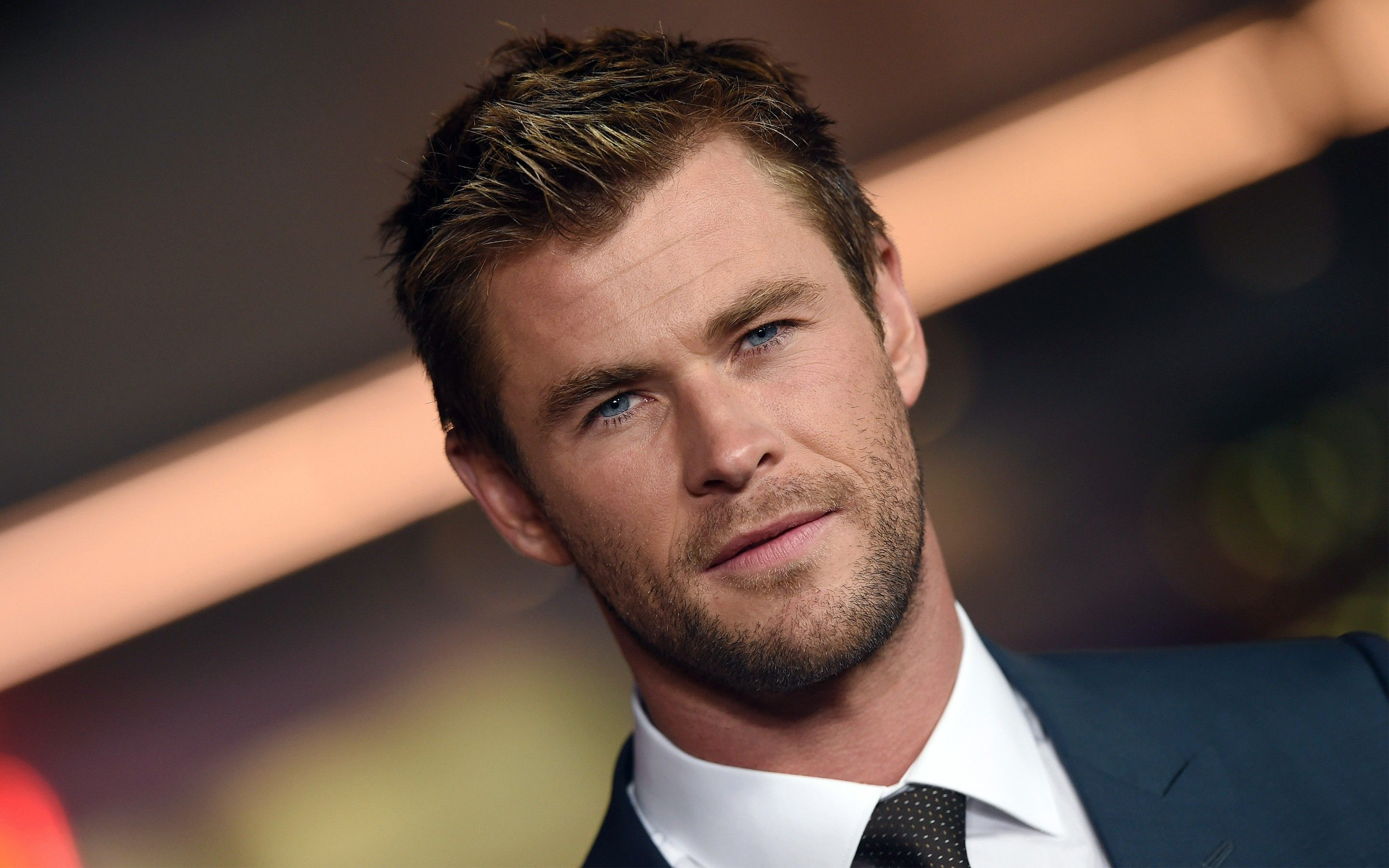 Chris Hemsworth High Resolution Definition Quality Desktop Background