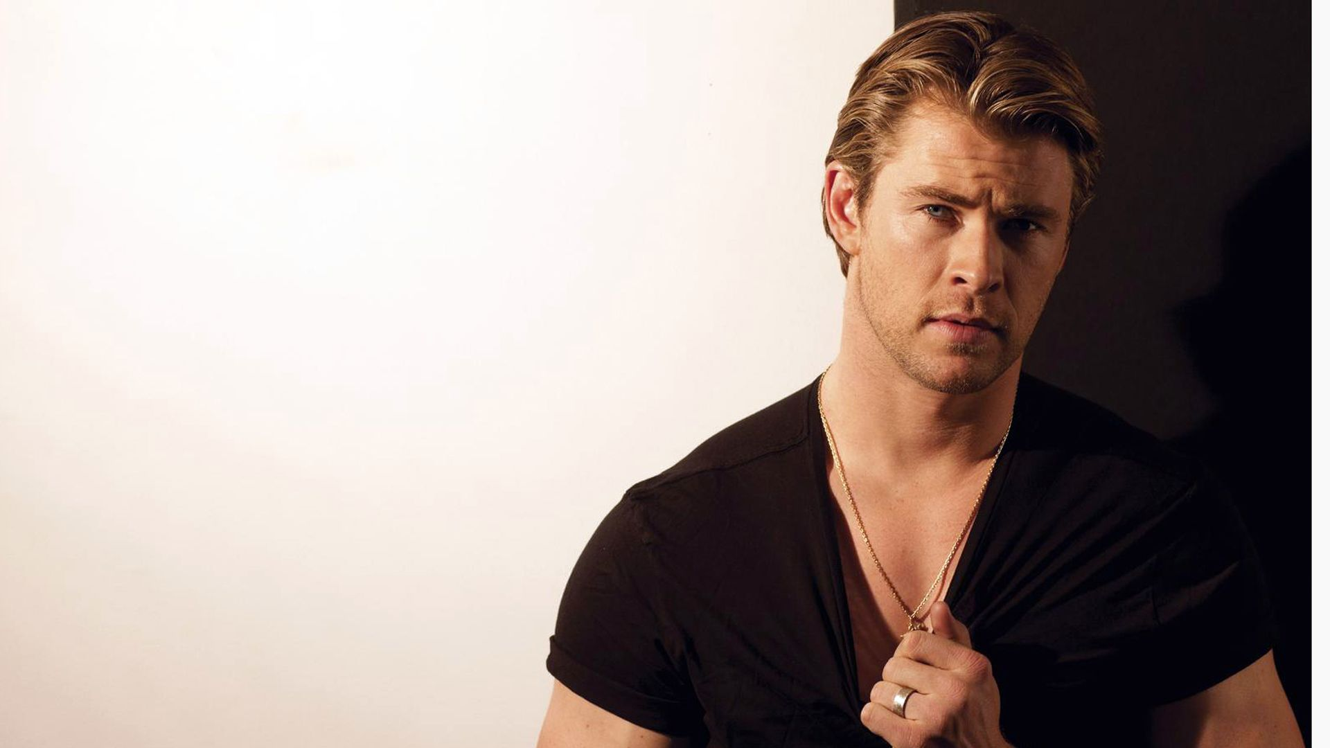 Chris Hemsworth Backgrounds (43 Wallpapers) – Adorable Wallpapers