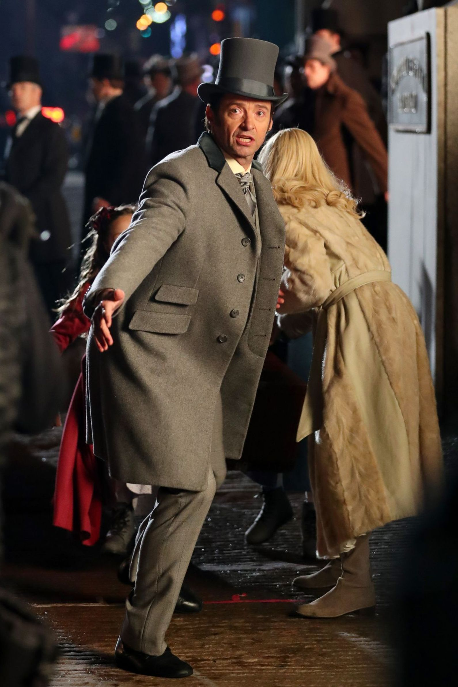 Michelle Williams And Hugh Jackman On The Set Of The Greatest ...