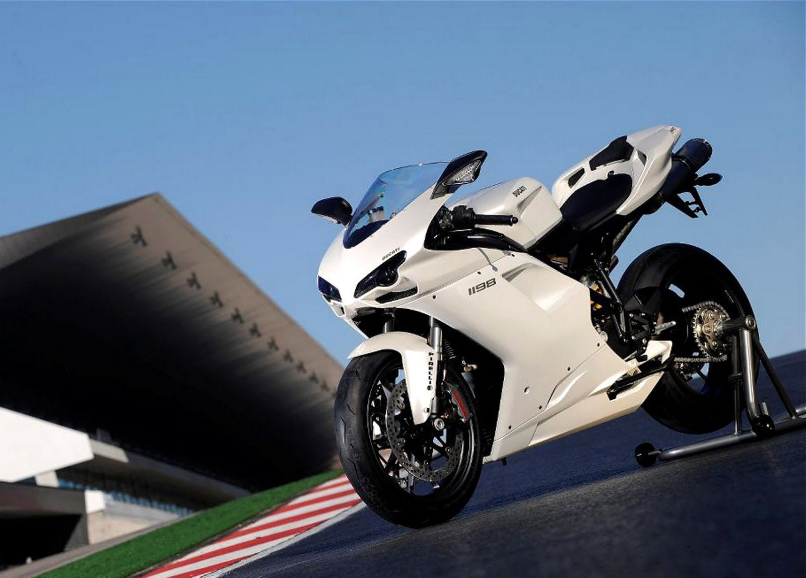 Suzuki Heavy Sport Bikes Wallpaper | Wallpapers Gallery