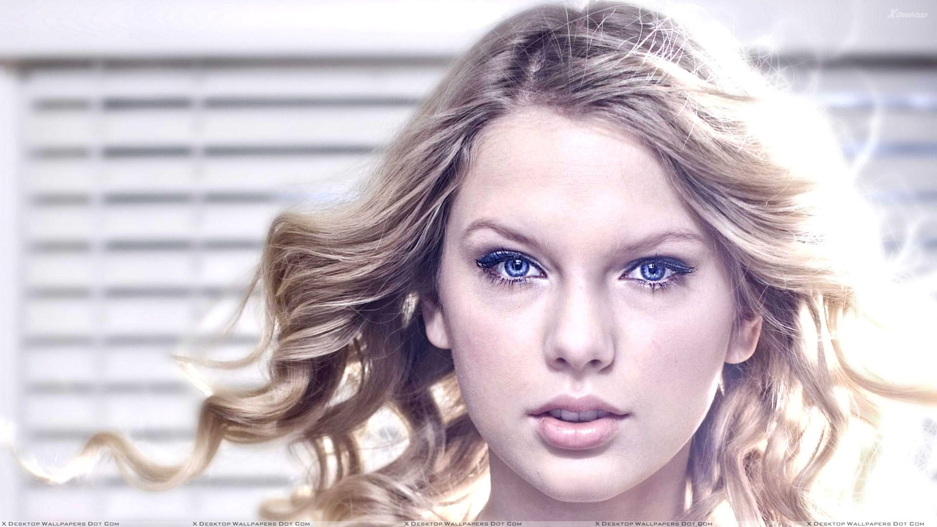 Taylor Swift Cute Blue Eyes Face Closeup Wallpaper