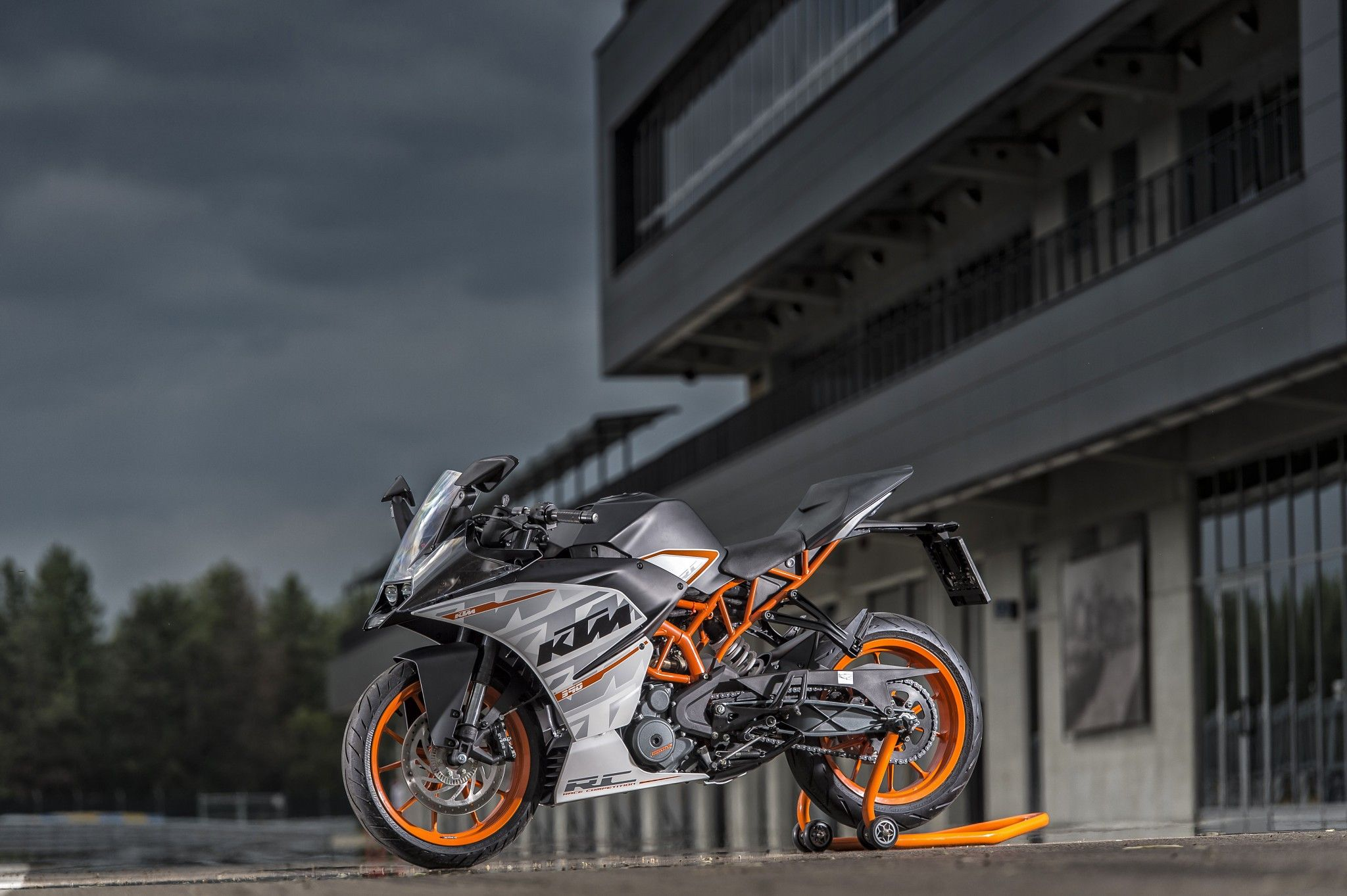 KTM RC 390 Action Video and photos | DERESTRICTED