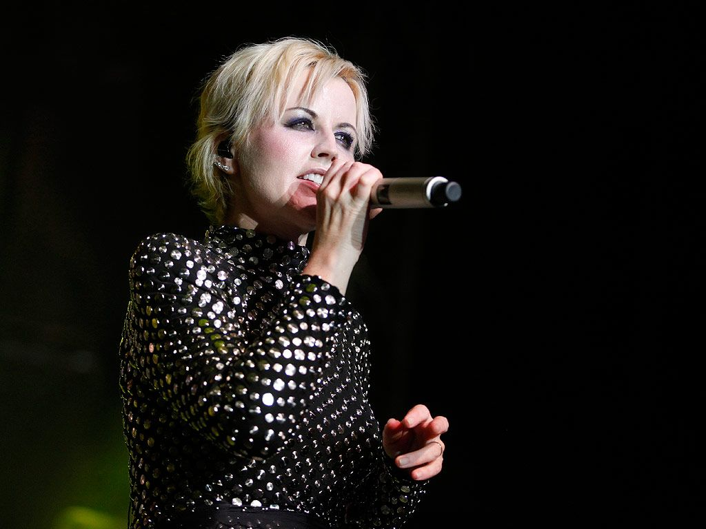 Dolores O'Riordan of the Cranberries Causes Disturbance on Plane ...