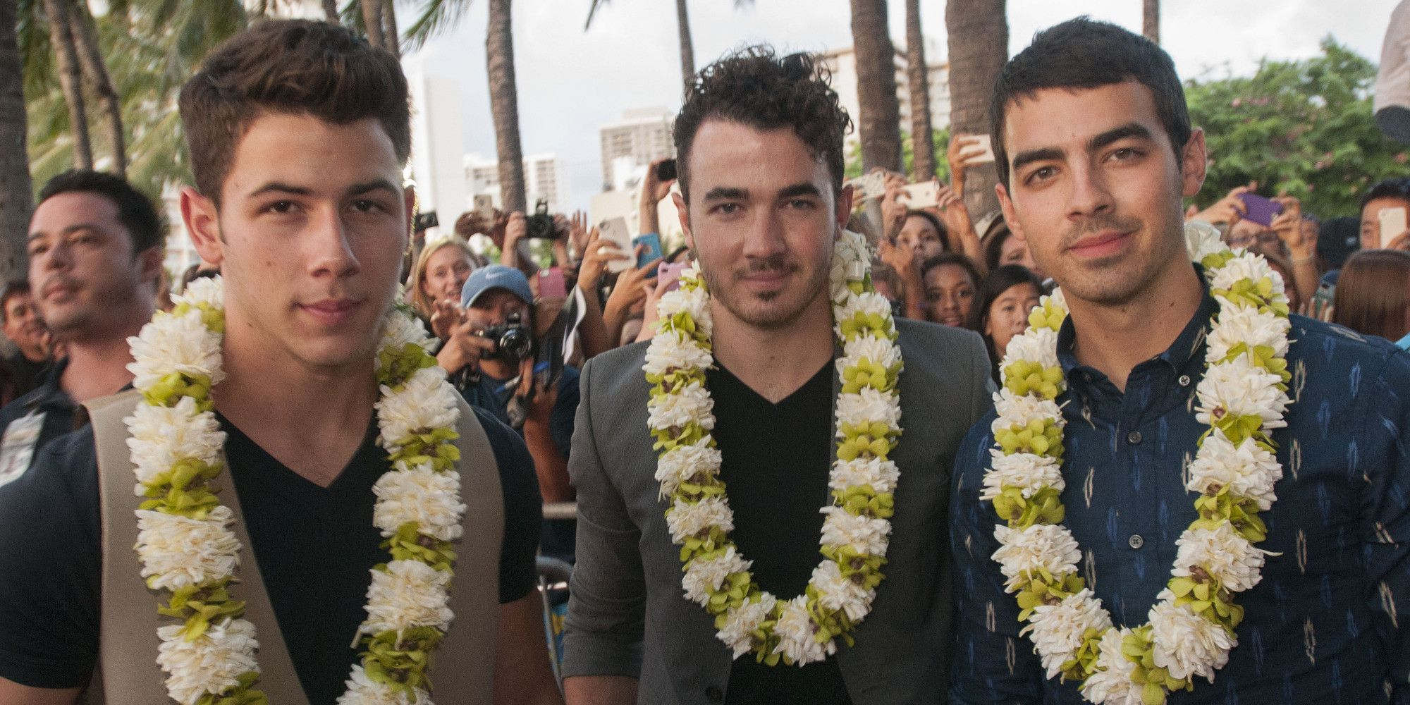 Jonas Brothers Delete Twitter Account, Furthering Speculations ...
