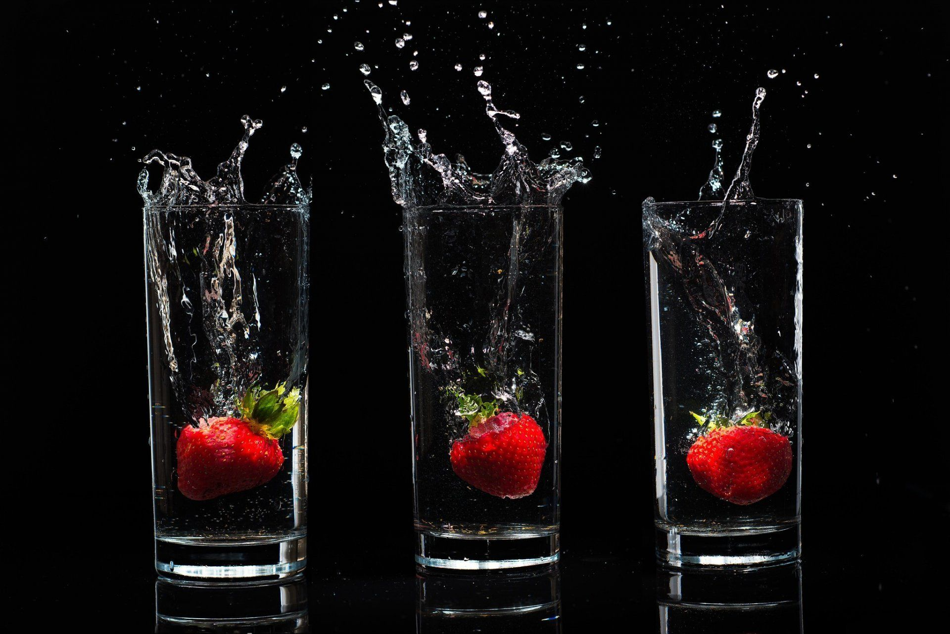 background glasses glass water drops spray berries strawberry food ...