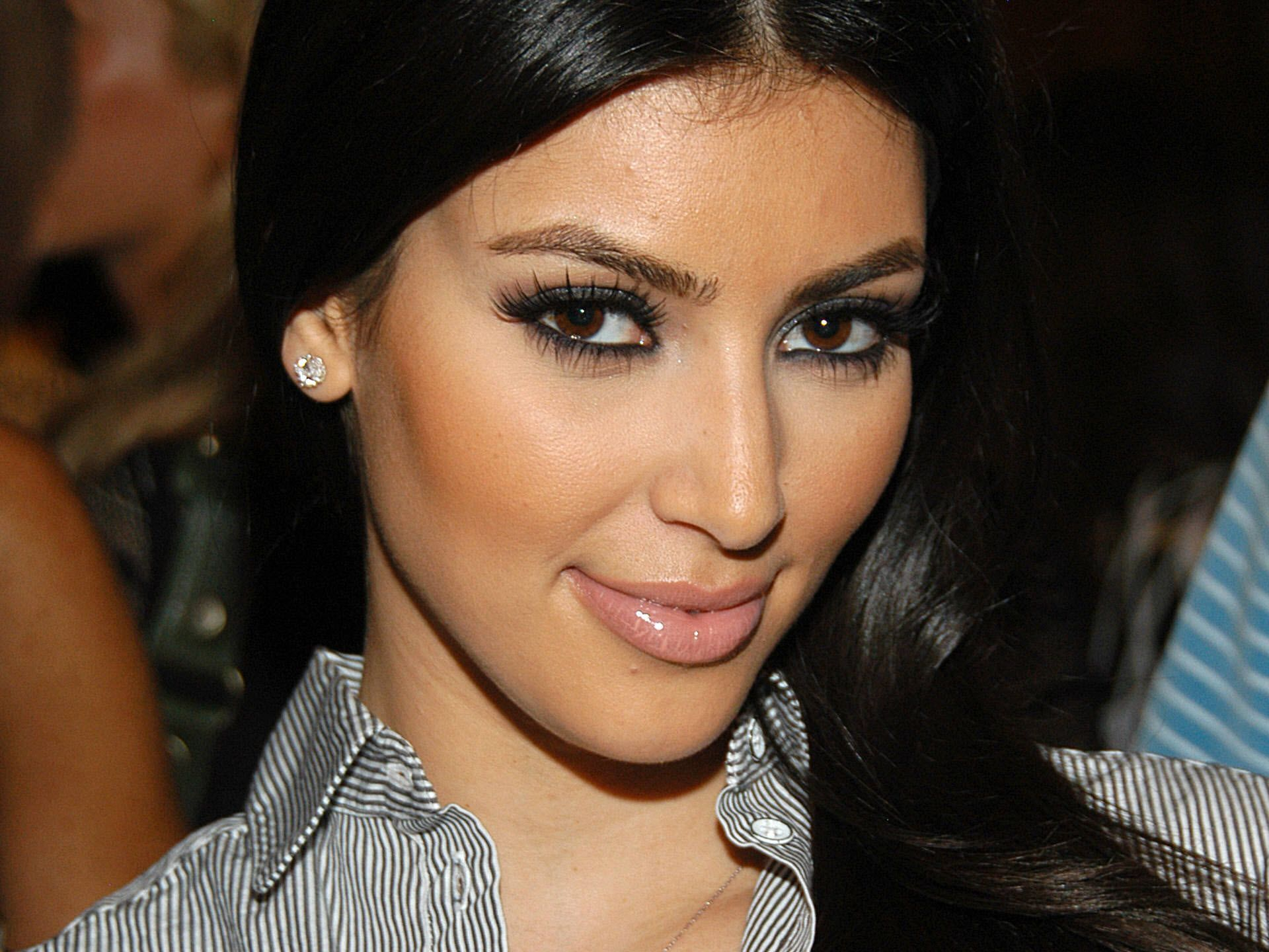 Kim Kardashian Pretty Face widescreen wallpaper | Wide-Wallpapers.NET