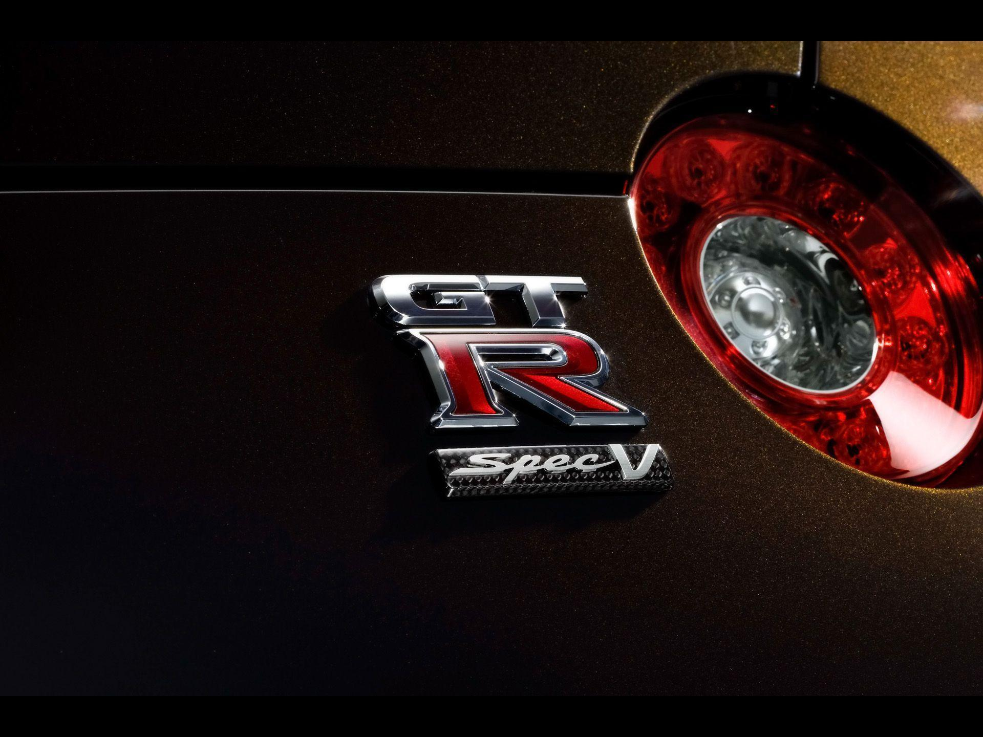 2009 Nissan GT-R SpecV - Badging - 1920x1440 - Wallpaper