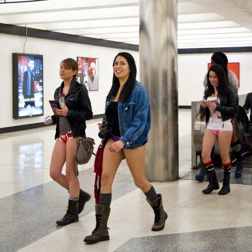 no pants subway 14 No pants subway ride 2012 (36 Photos)