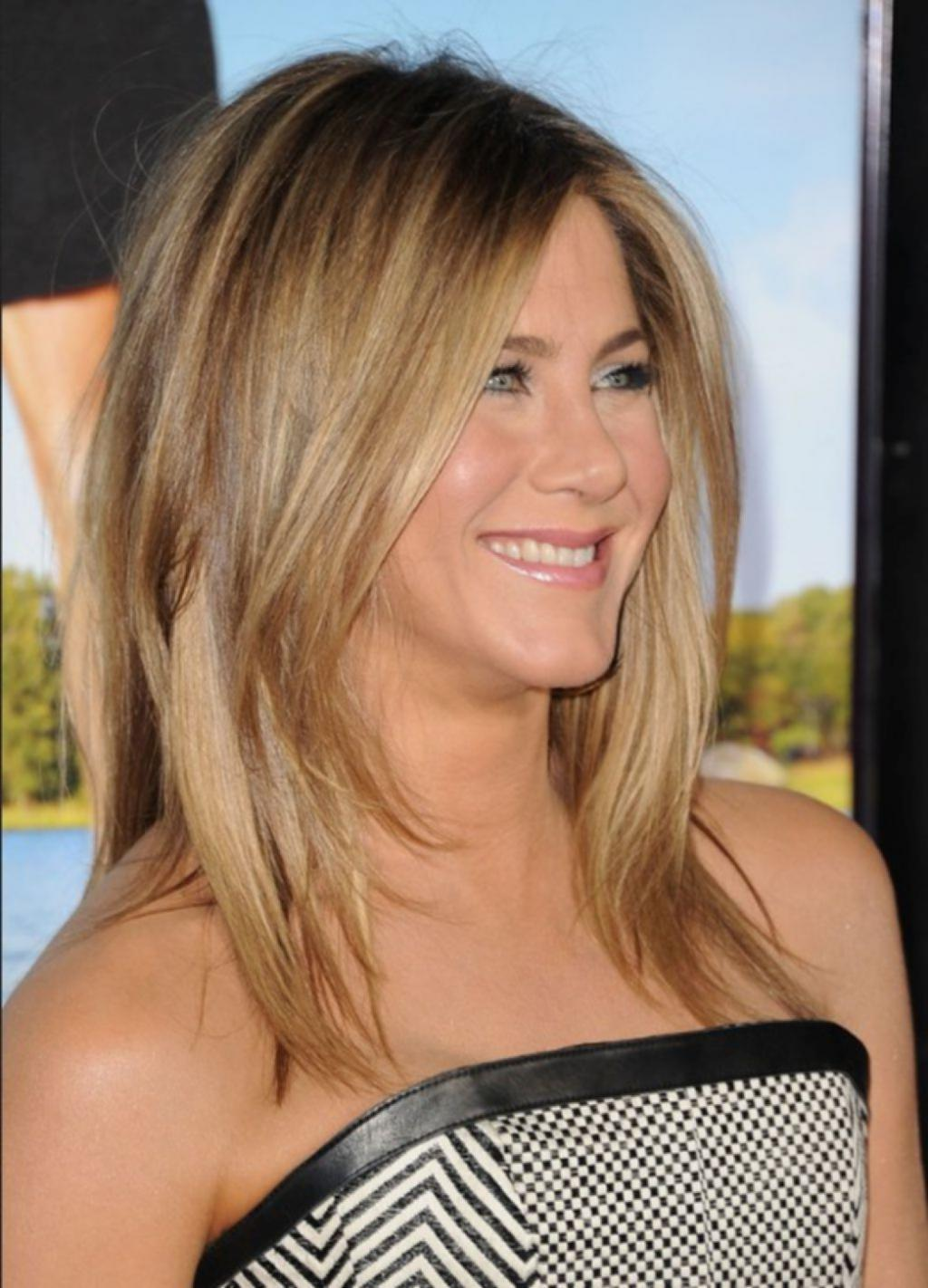 Hairstyles With Medium Hair Jennifer Aniston Layered Haircut ...