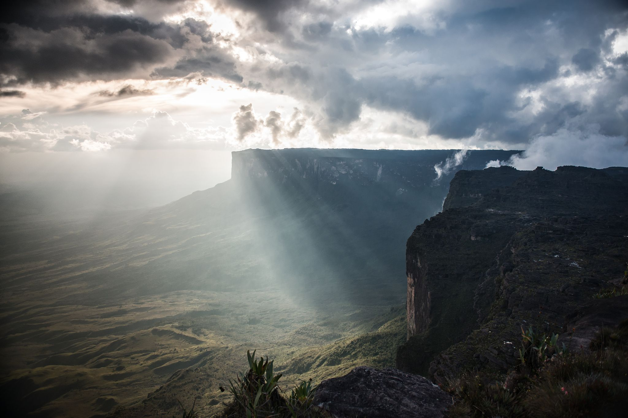 The clouds break over Mt. Roraima, Venezuela : pics