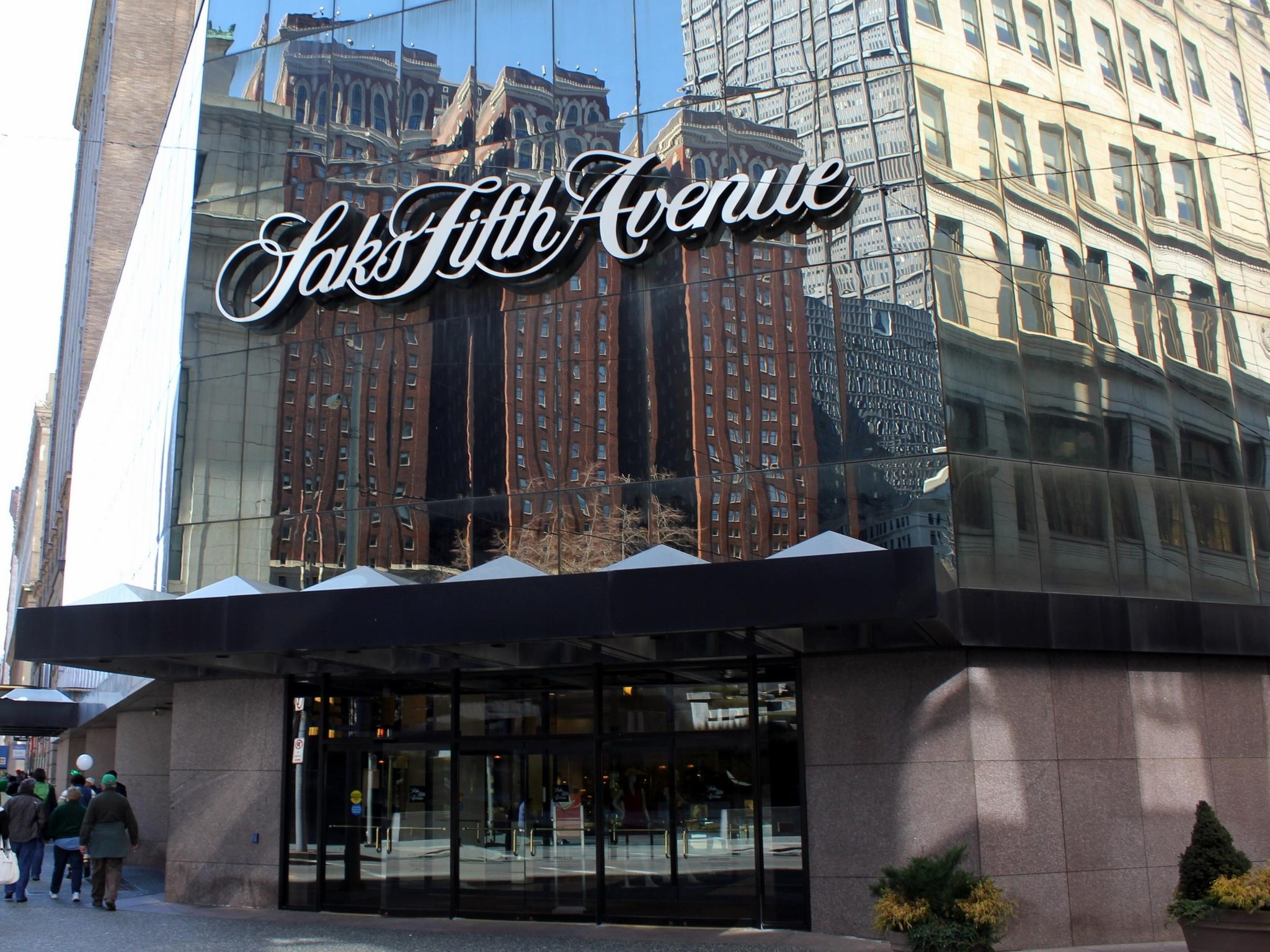 Is Saks Fifth Avenue entering the Indian market?