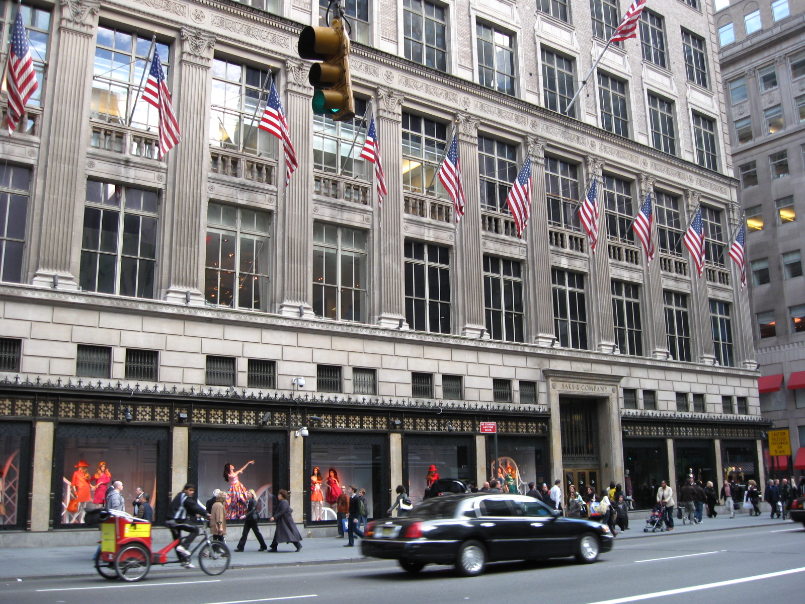 Hudson's Bay to Refinance Saks Fifth Avenue Land With $1.25B