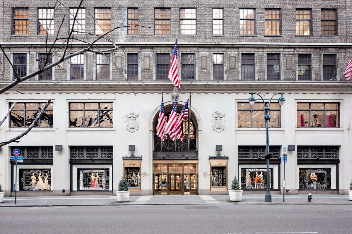 Lord & Taylor will sell its landmarked Fifth Avenue flagship