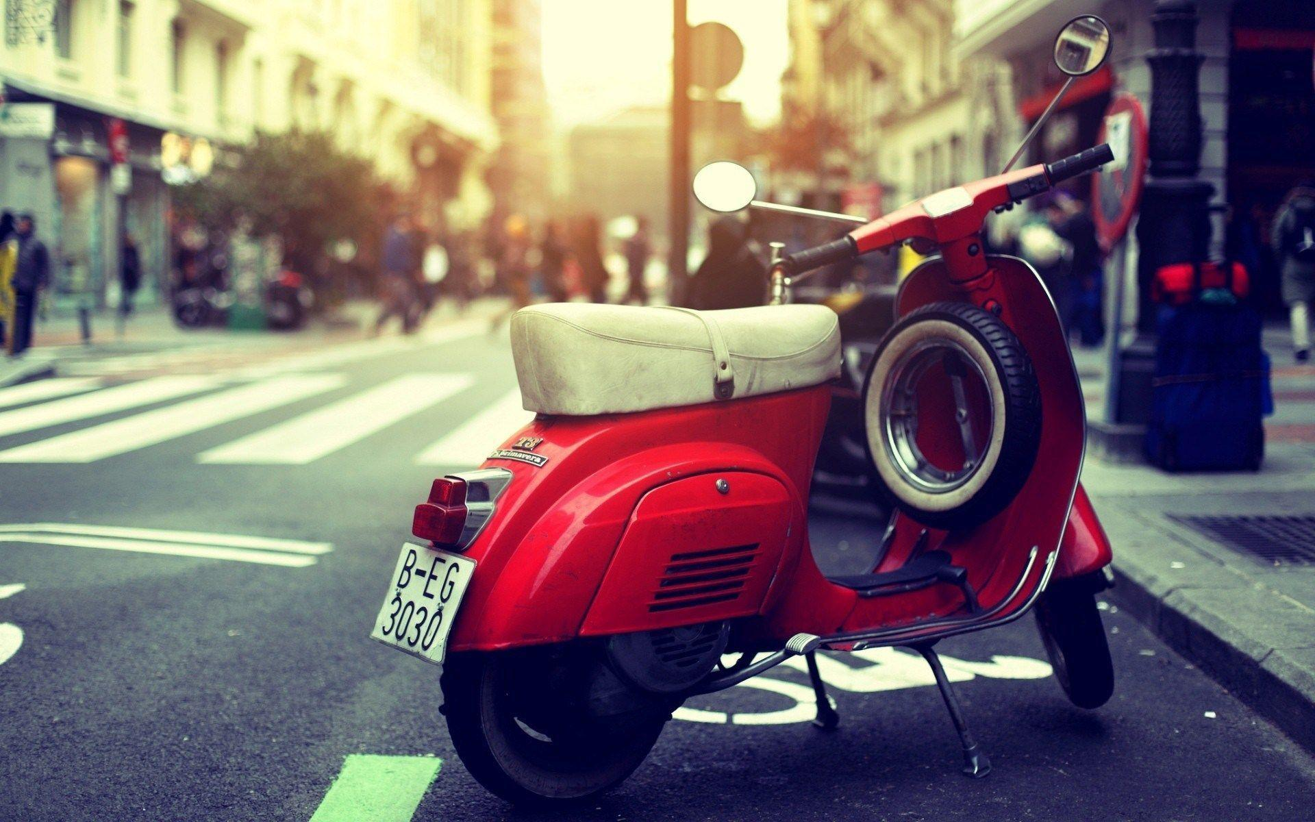 Vintage Vespa Scooter City HD Wallpapers