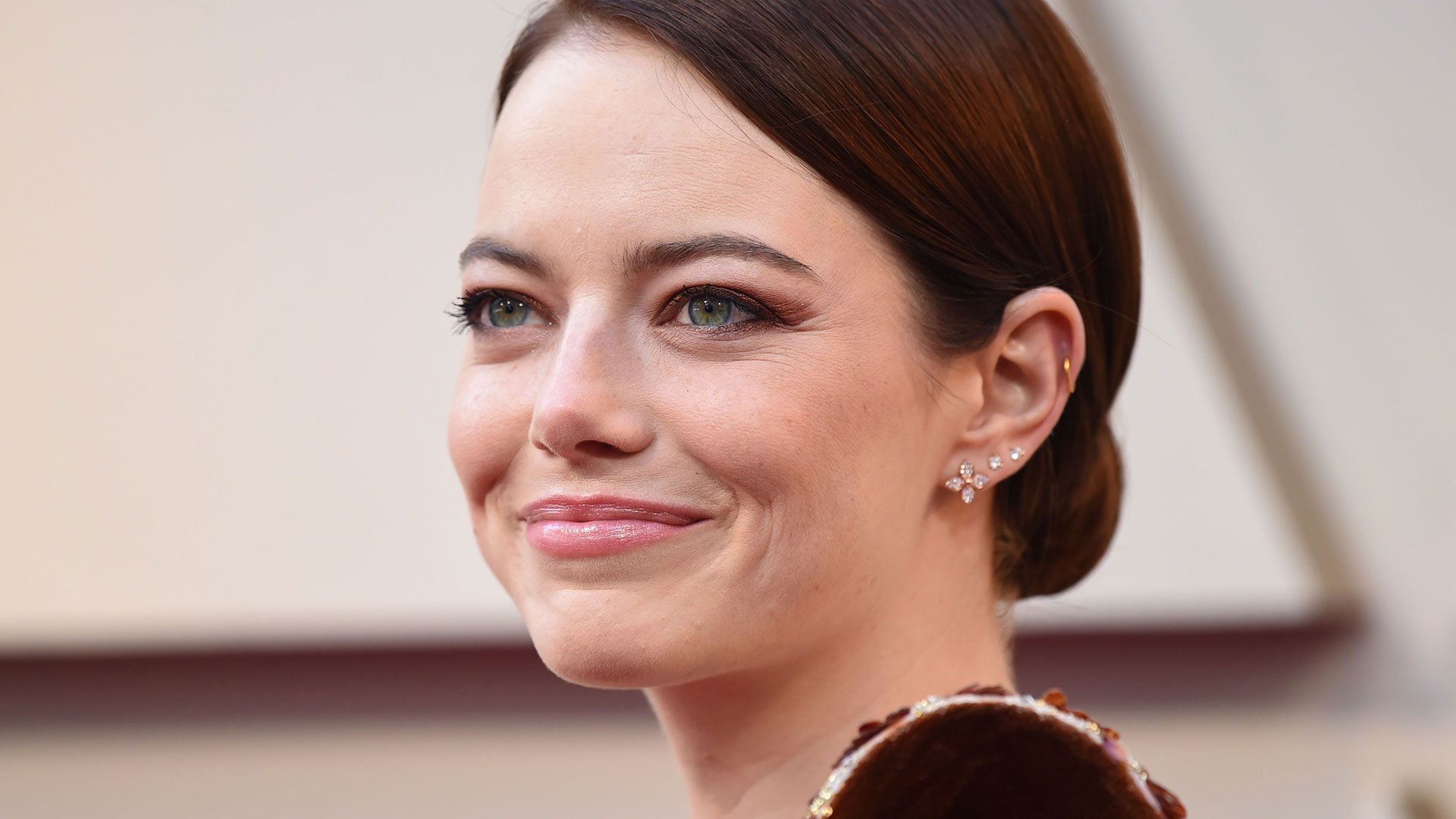 Emma Stone's Home Embraces Wallpapers & Lots of Color – SheKnows