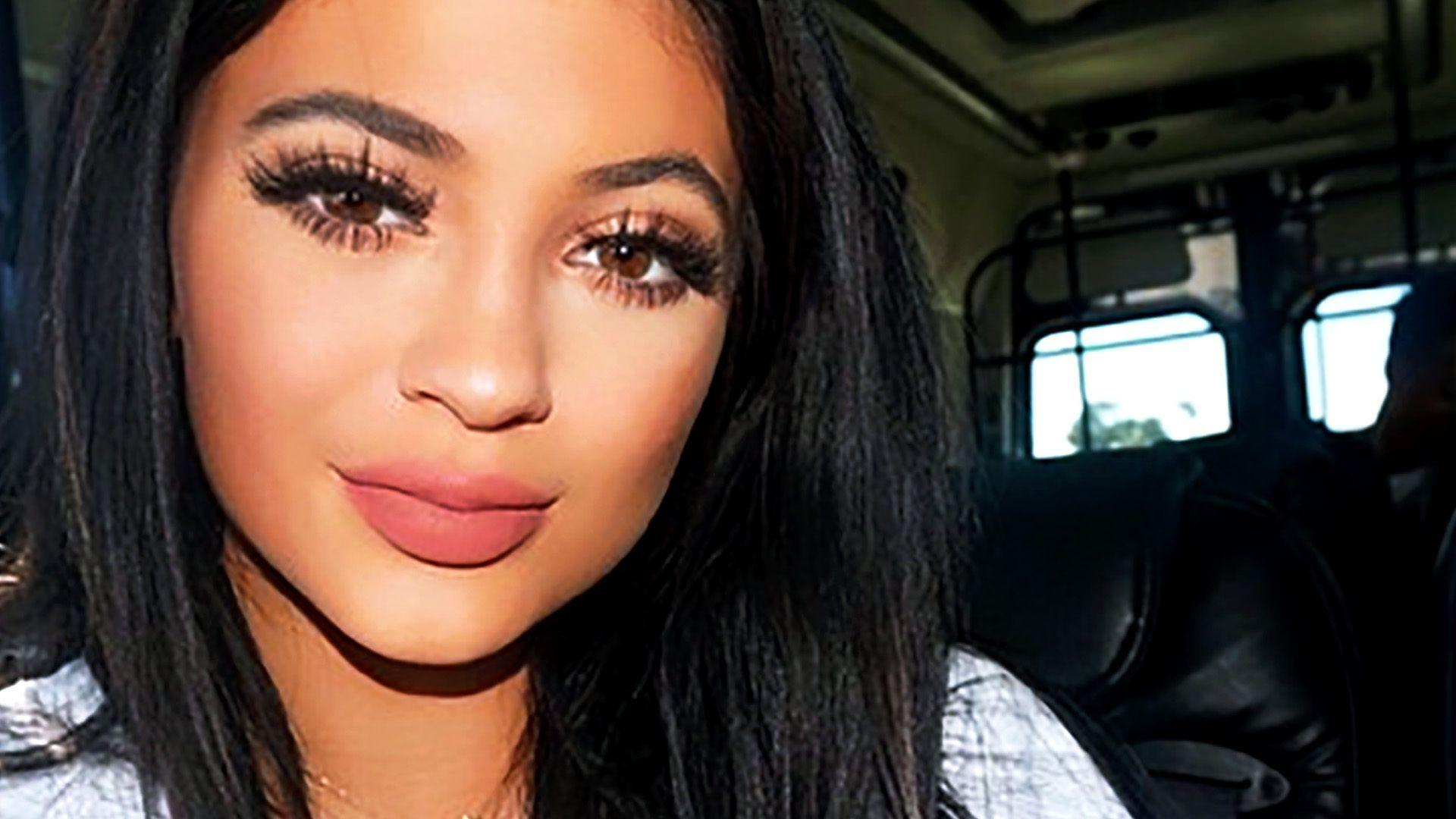 Kylie Jenner&Plumped