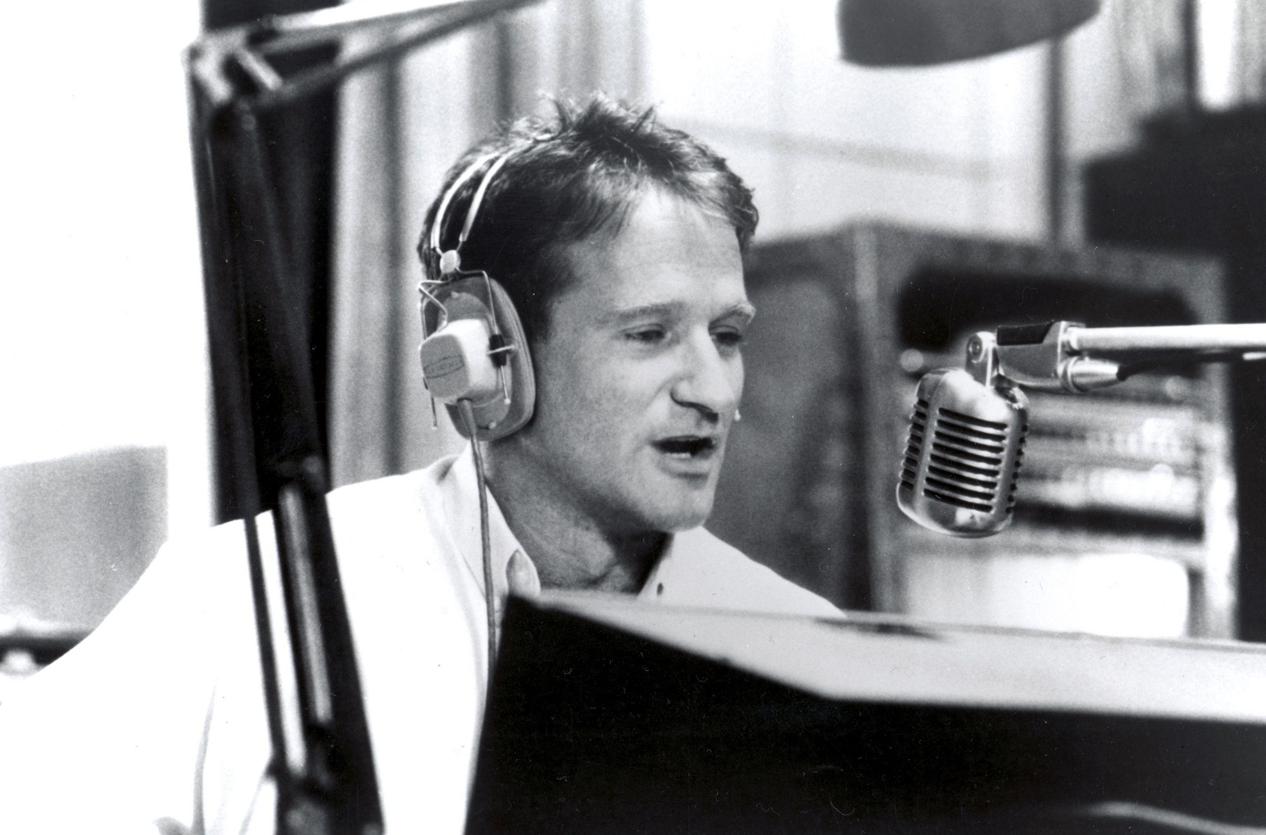 Actor Robin Williams in the studio wallpapers and image
