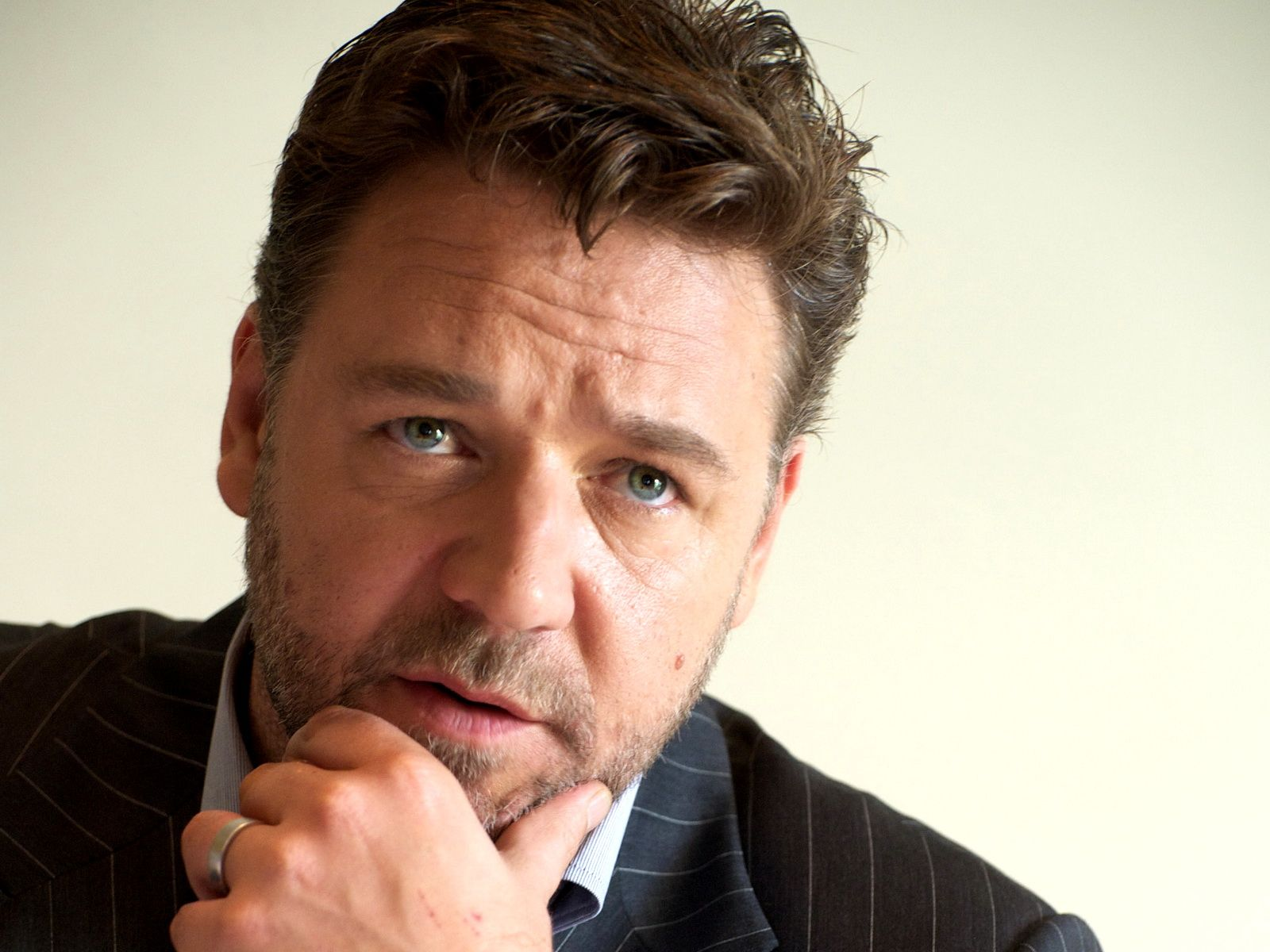 Russell Crowe Celebrity Wallpapers Pictures 52382 1600x1200 px