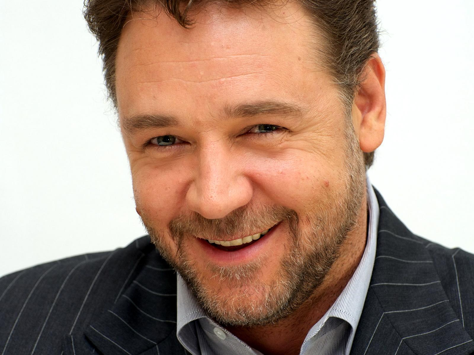 Russell Crowe Smile Wallpapers 52383 1600x1200 px ~ HDWallSource