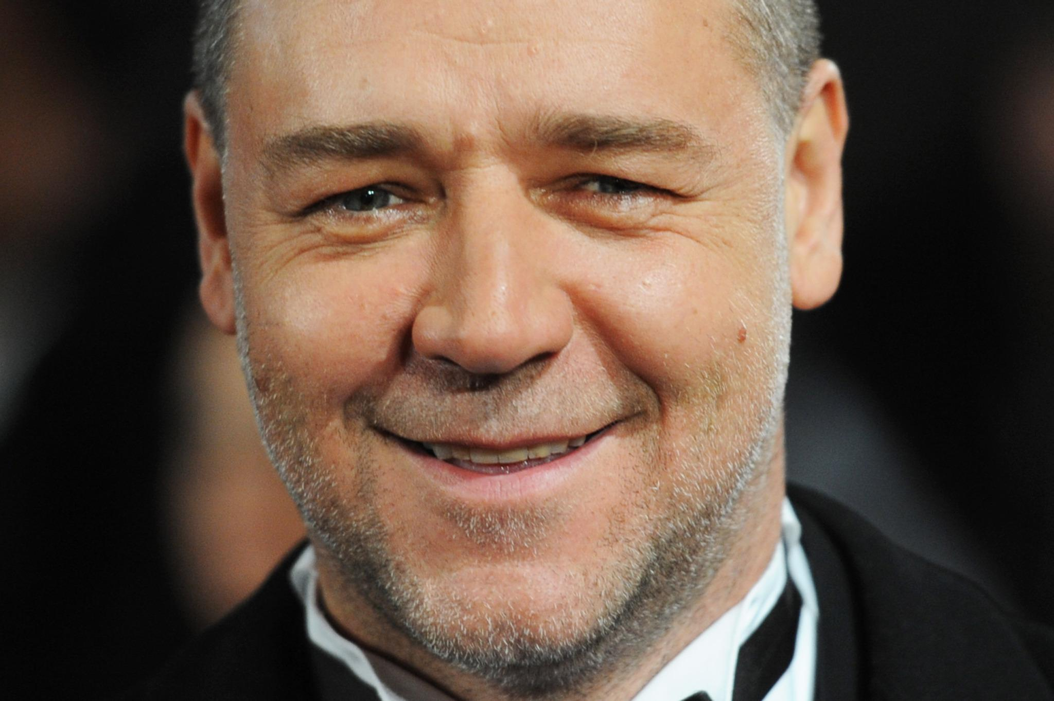 Russell Crowe 9809 2048x1363 px ~ HDWallSource