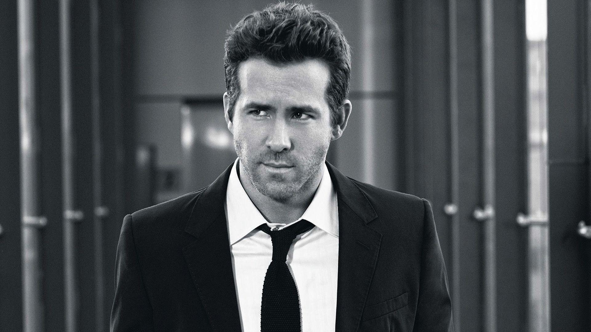 20 Awesome Ryan Reynolds Wallpapers