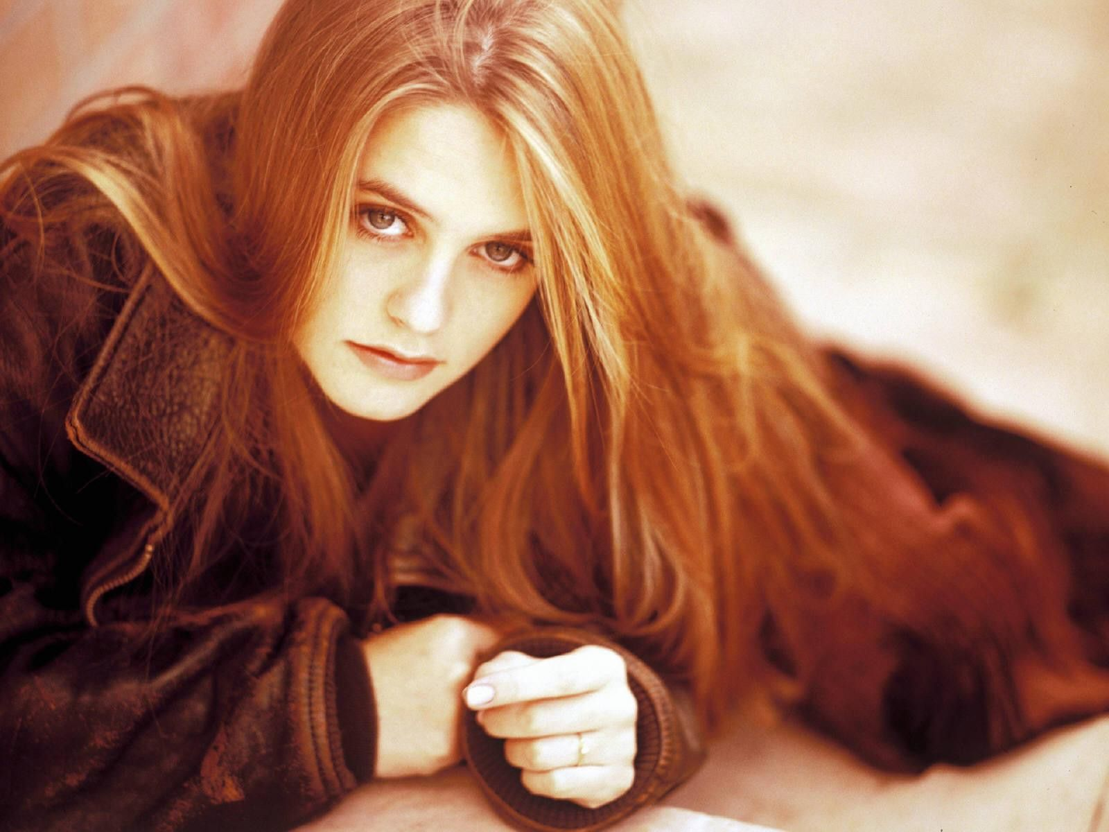 Beauty Actress Alicia Silverstone Wallpapers