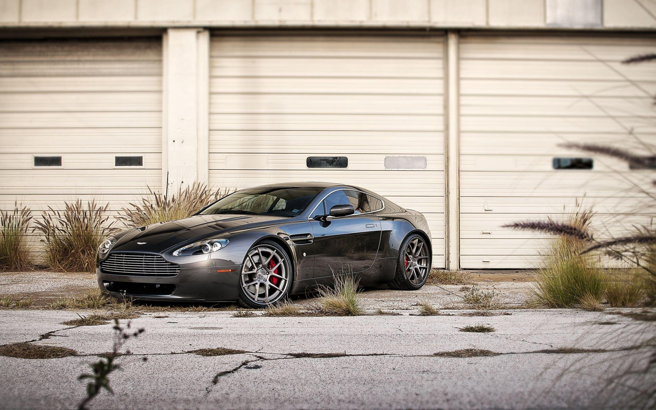 Download Wallpapers 2560x1600 Aston martin, V8, Vantage 2560x1600