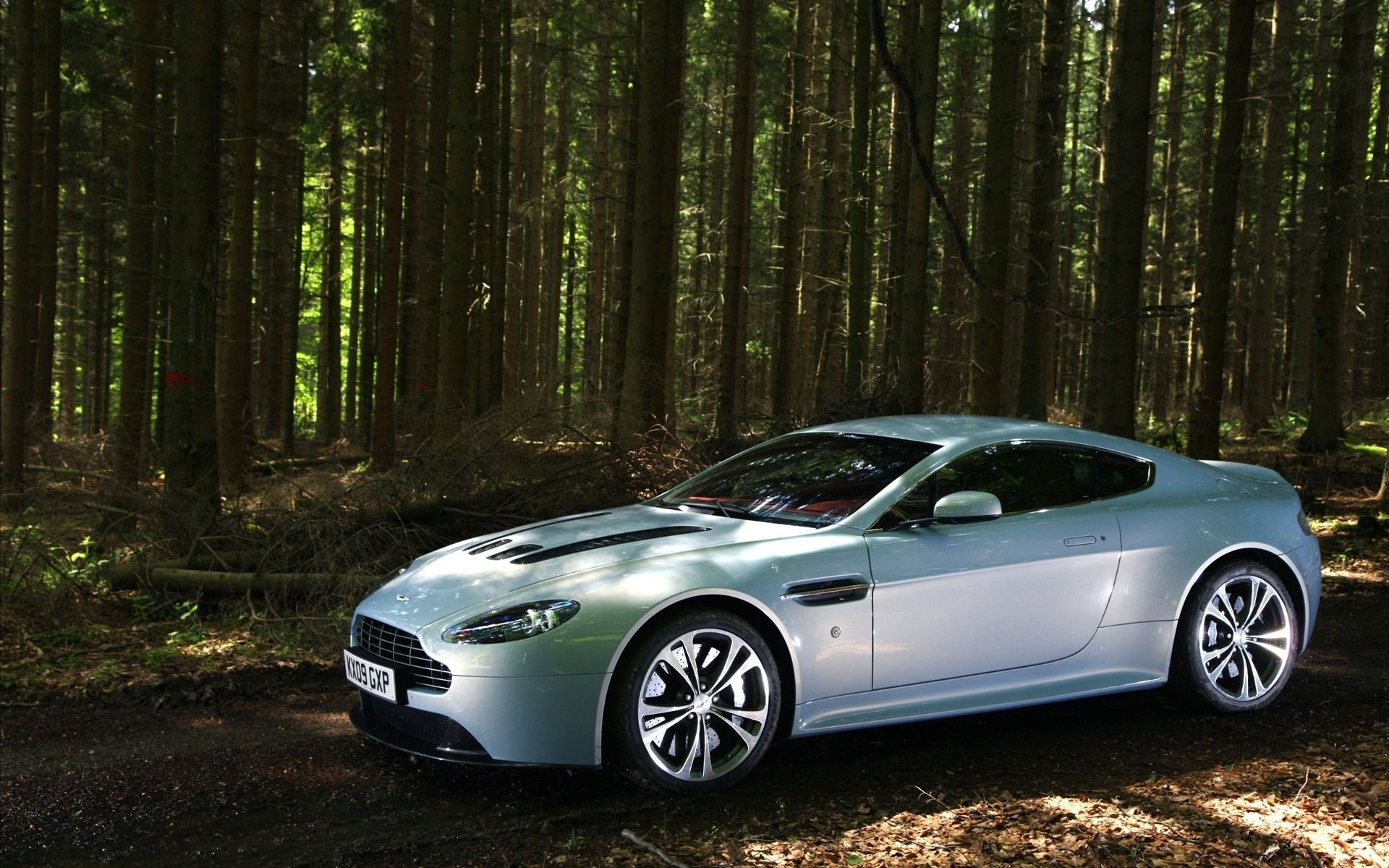 Aston Martin V12 Vantage wallpapers and image
