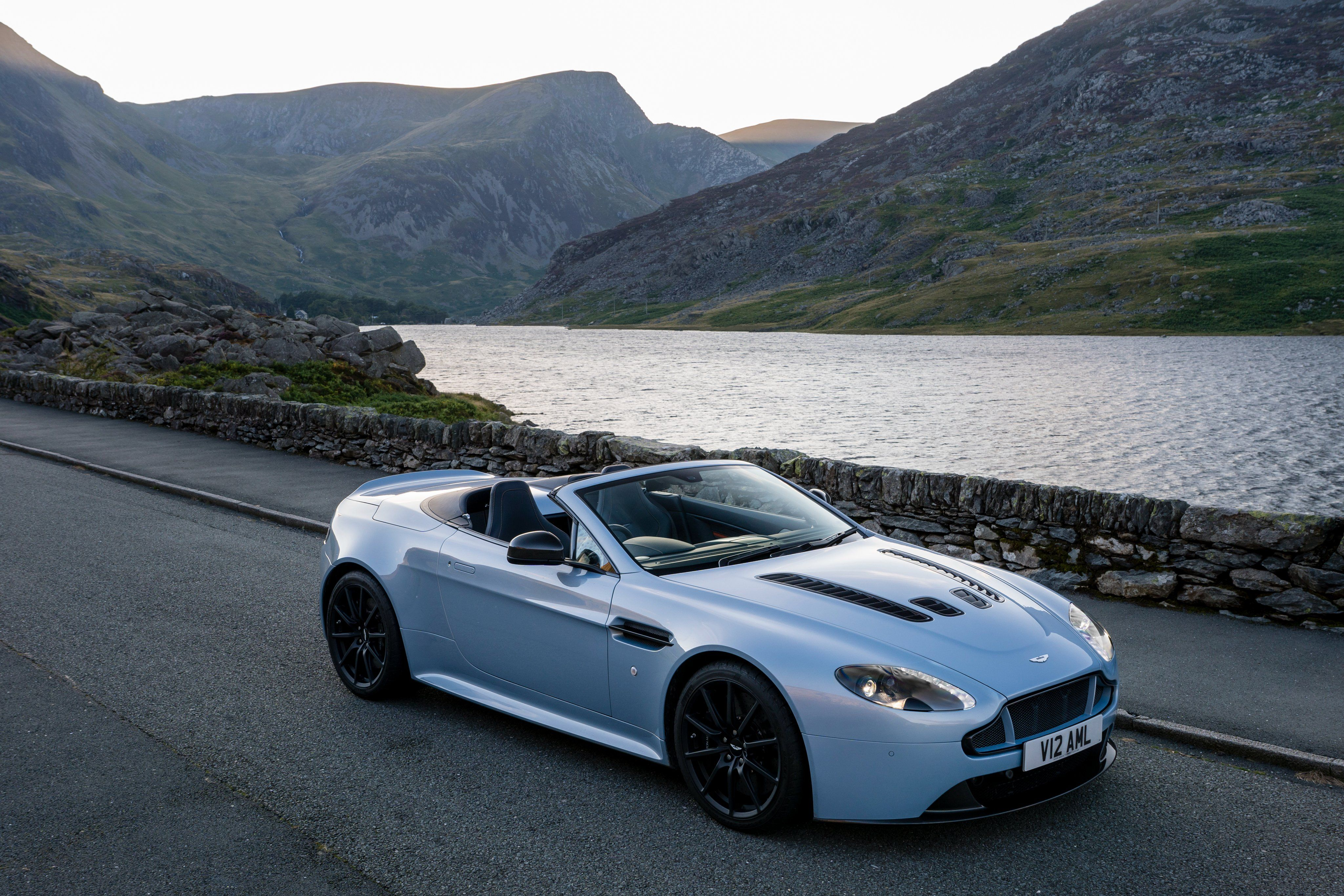 2015 Aston Martin Vantage Free PC Wallpapers Downloads