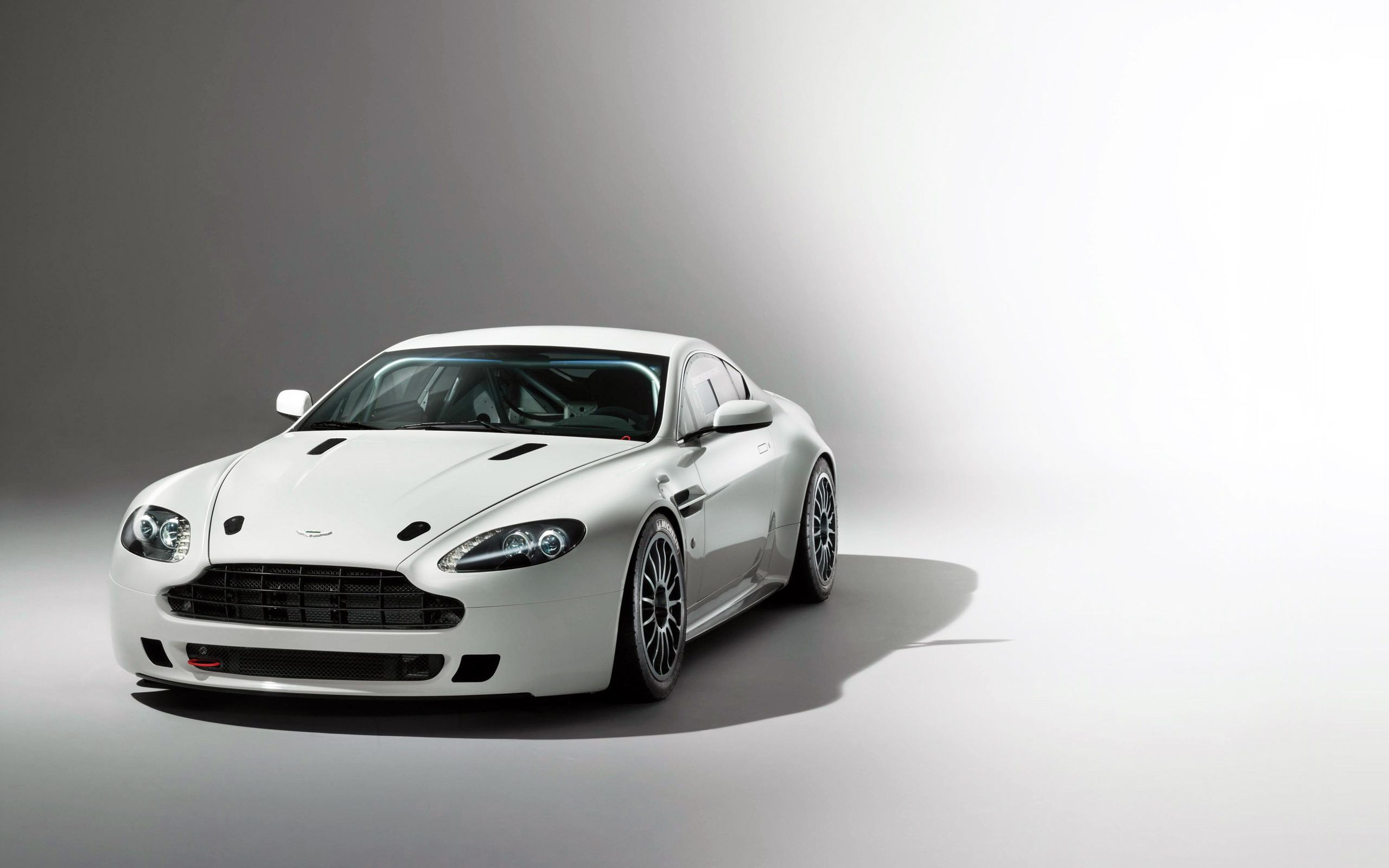 Aston Martin Vantage GT4 2014 Wallpapers