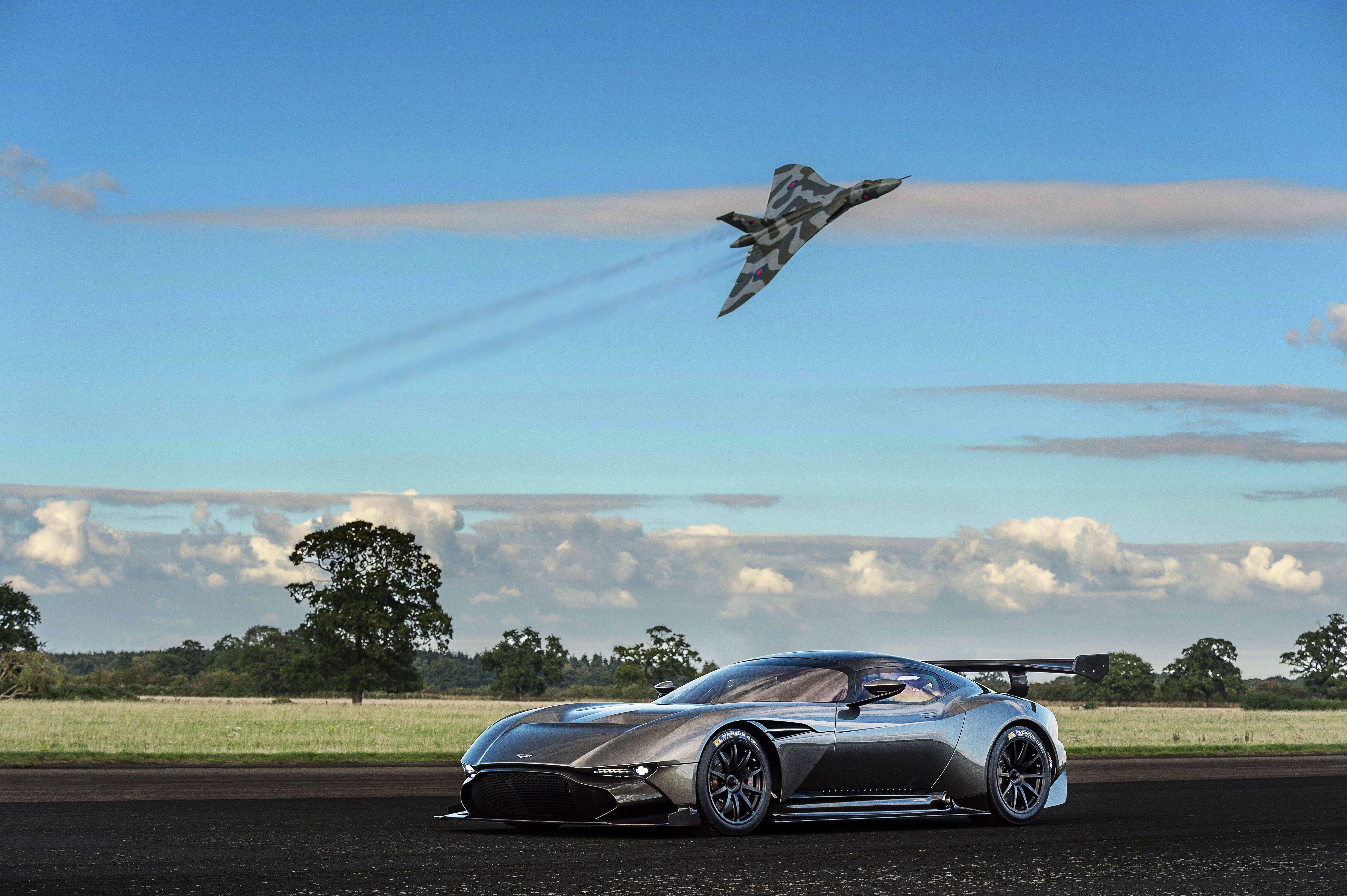 Your Ridiculously Awesome Aston Martin Vulcan Wallpapers Is Here