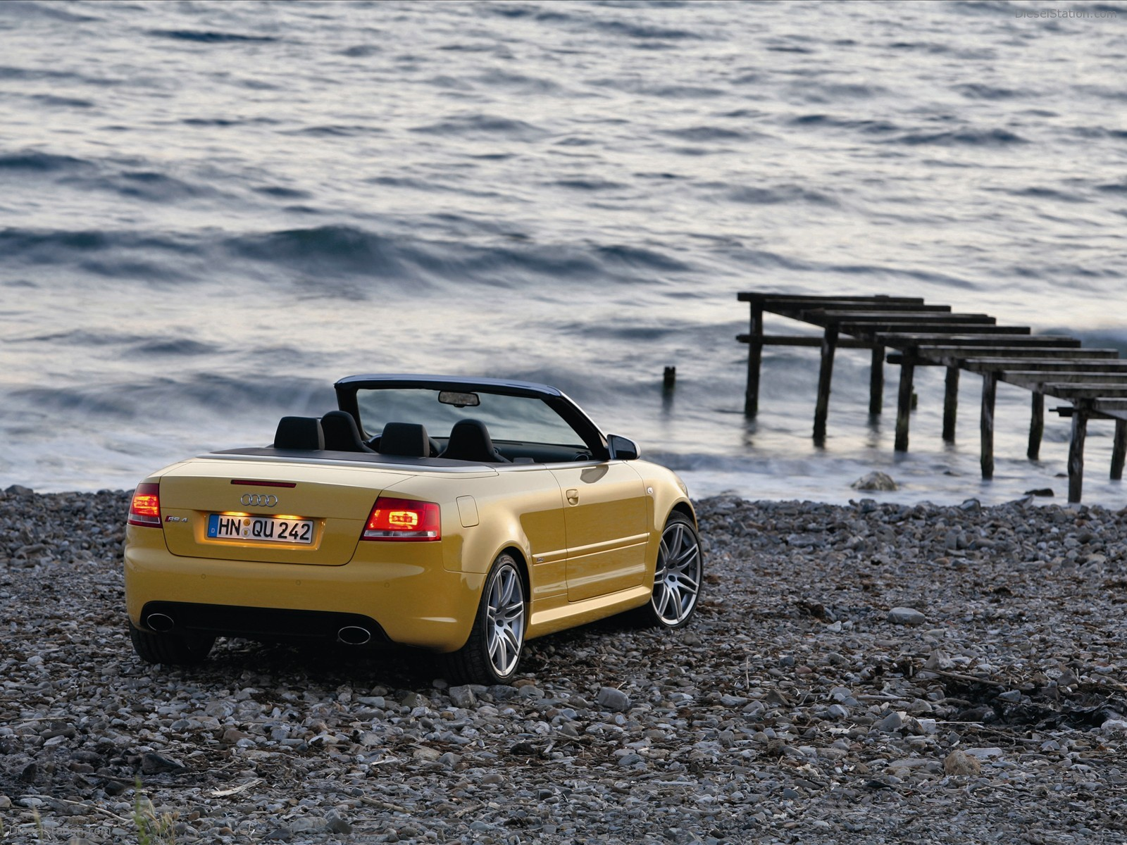 Audi RS4 Cabriolet Exotic Car Wallpapers of 30 : Diesel Station
