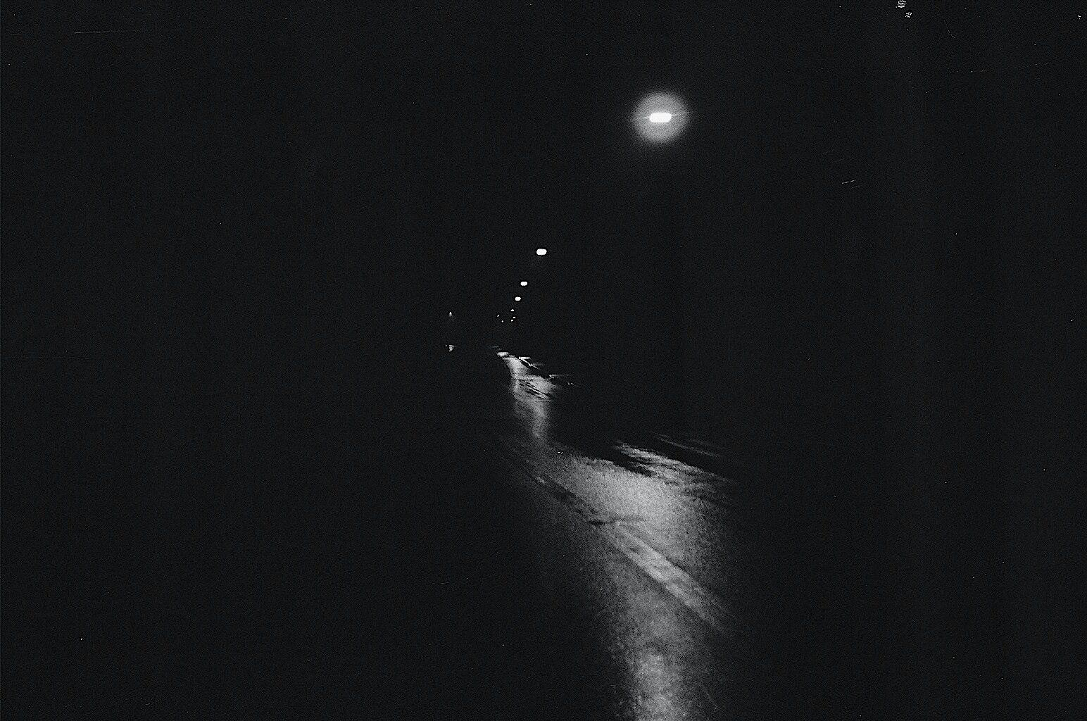 Only dark wallpapers that dont hurt your eyes in the night