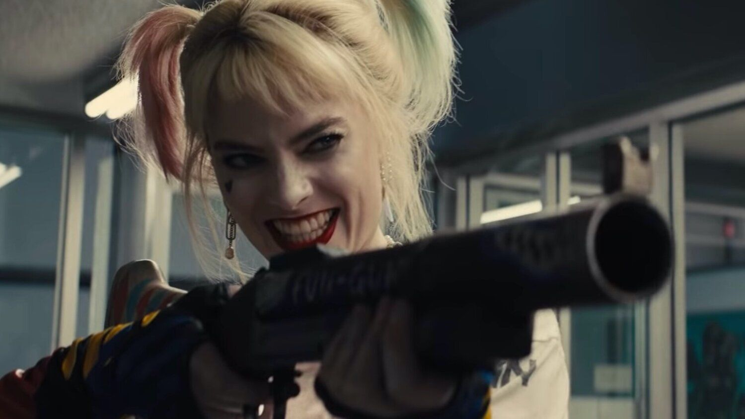 First Look at Margot Robbie as Harley Quinn in James Gunn's THE SUICIDE SQUAD