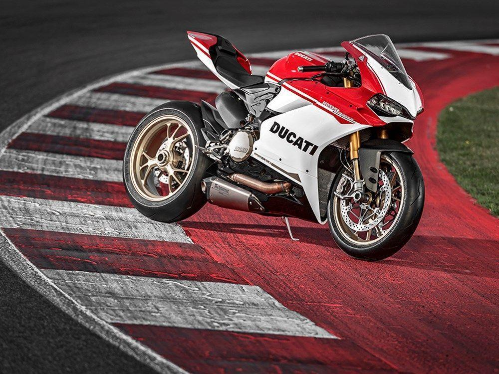 Ducati reveal stunning 1299 Panigale S