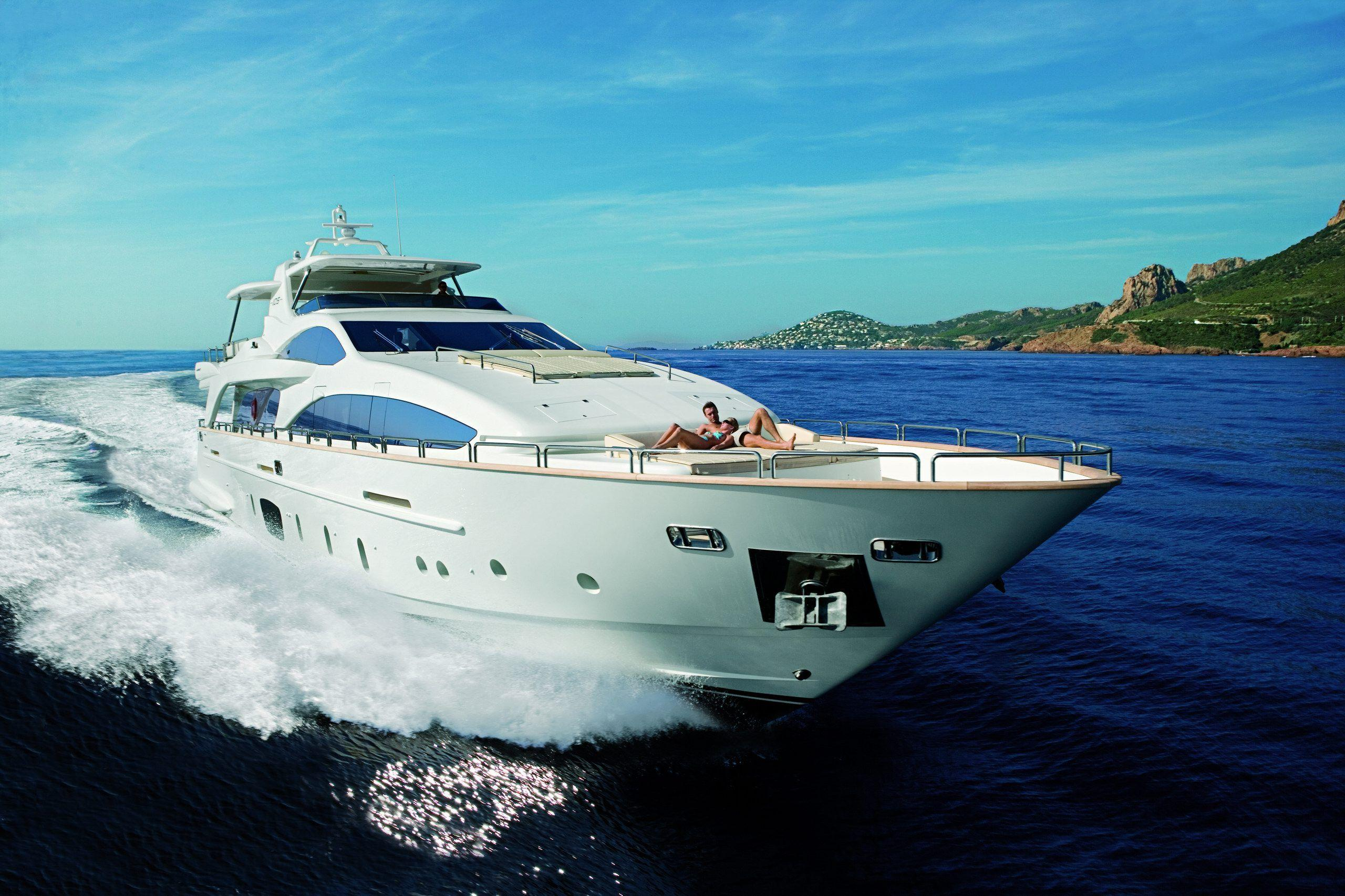 Wide HDQ Yacht Wallpapers