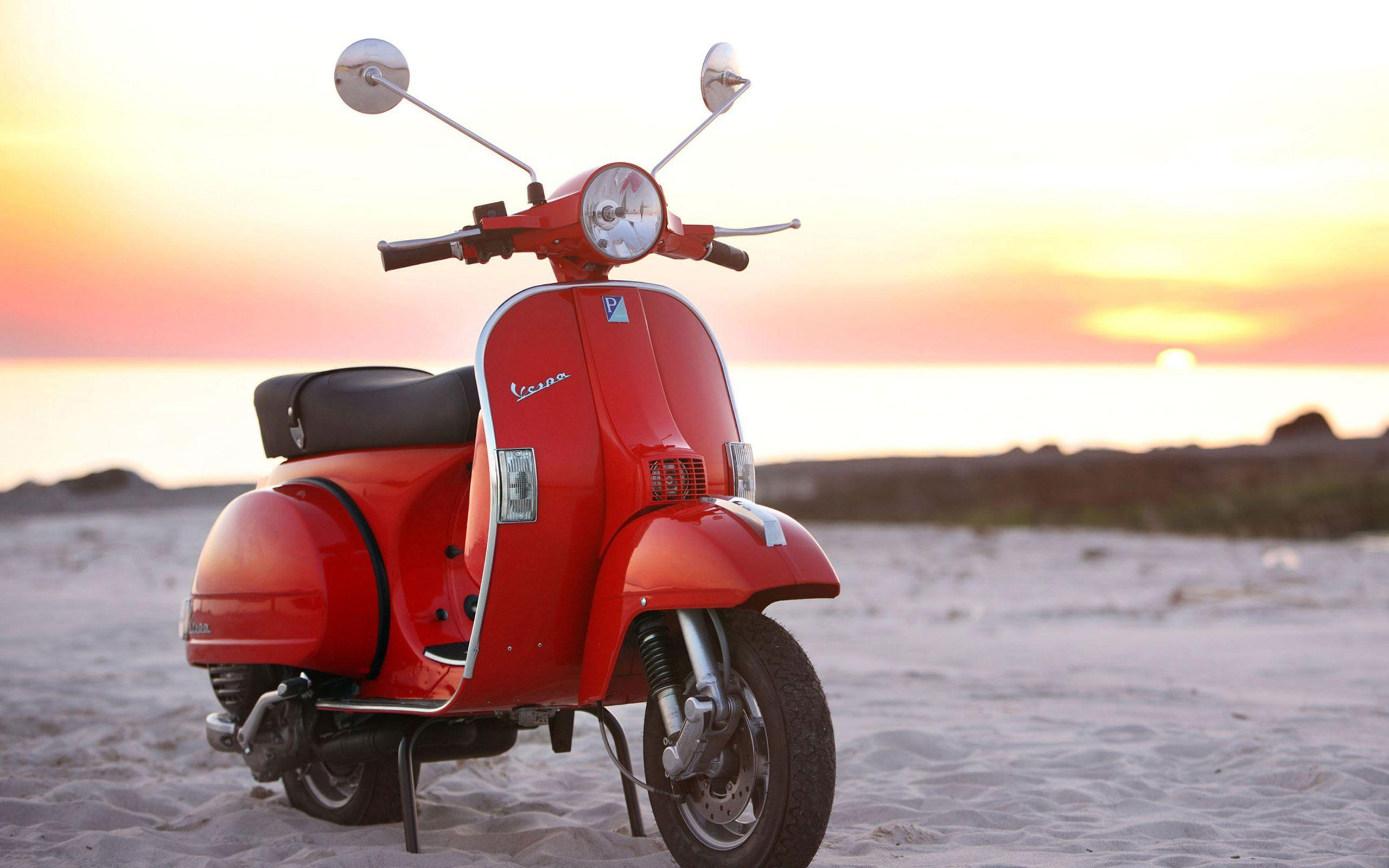 A Vespa PX 125 motorcycles HD Wallpapers 2560x1600