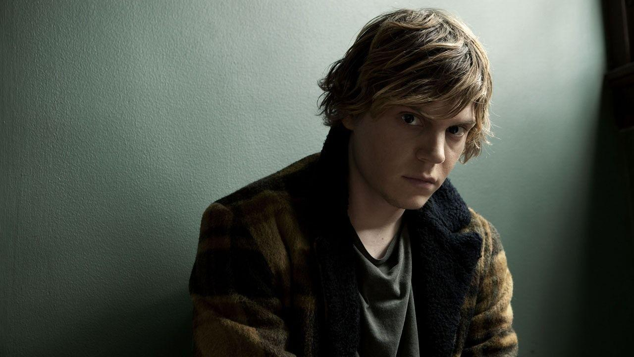 Set Photos Provide First Look at Evan Peters in New American